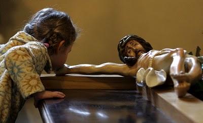 girl-kiss-crucifix